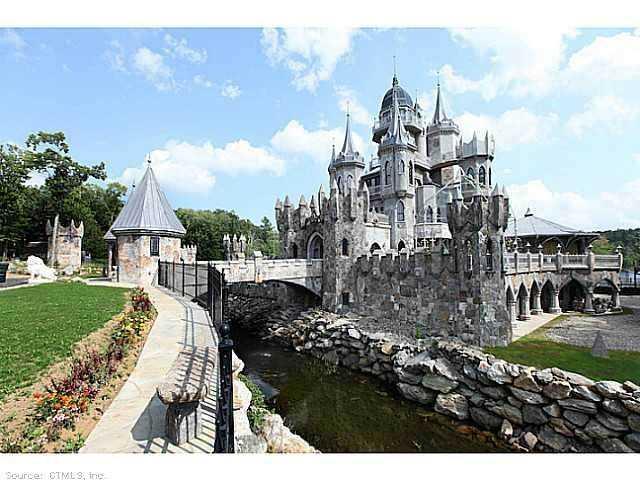 Chrismark Castle2 Tá com 40 milhões de dólares sobrando aí? Que tal comprar este castelo?