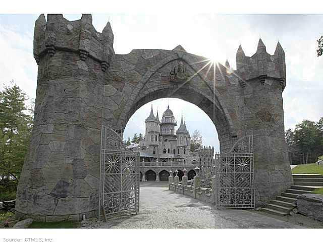 Chrismark Castle7 Tá com 40 milhões de dólares sobrando aí? Que tal comprar este castelo?