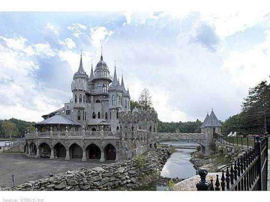 Chrismark Castle8 550x412 Tá com 40 milhões de dólares sobrando aí? Que tal comprar este castelo?
