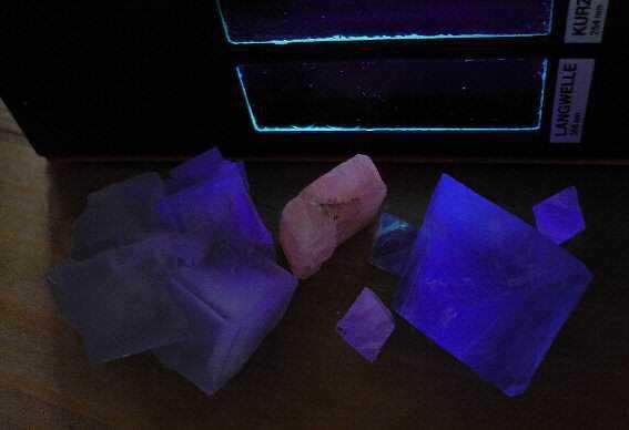 fluoreszenz 4 k 10 Pedras sensacionais nas cores roxo e lilás