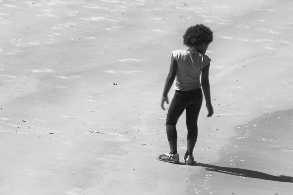 menina de ebano parada low Fotos do fim de semana
