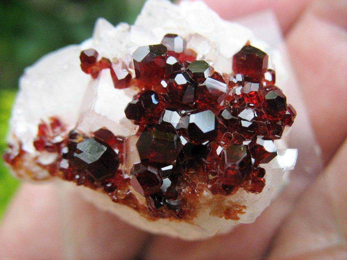 uvita turmalina vermelha na magnesita mineral p coleco 9862 MLB20021747417 122013 F 10 incríveis pedras preciosas vermelhas