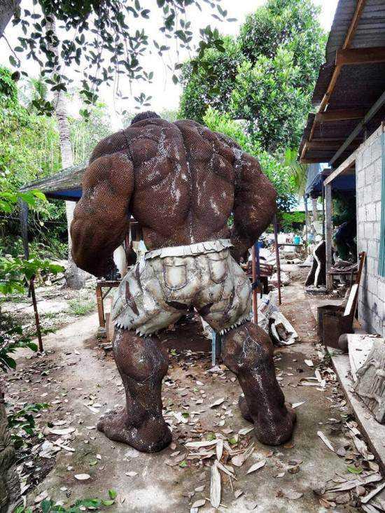 incredible-hulk-sculpture2-550x733