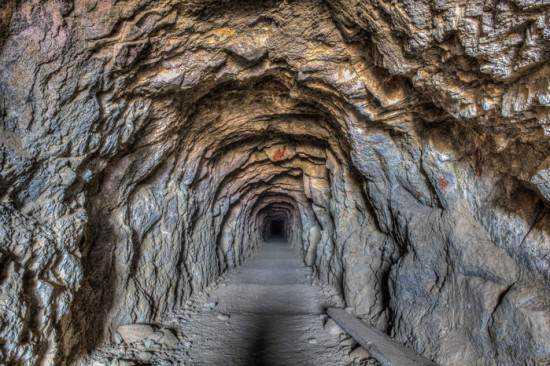 Burro-schmidt-tunnel3-550x366