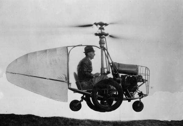 Jess Dixon in his flying automobile Mais um carro voador bizarro