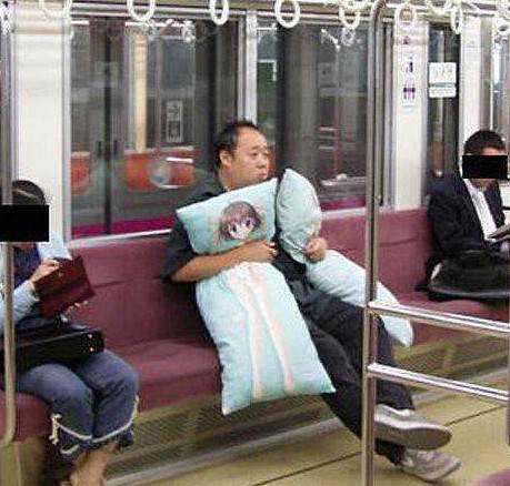 esquisitice e1414929121113 Japão, o paraíso do Forever alone