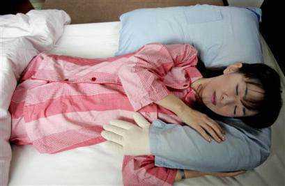 travesseiro homem1 Japão, o paraíso do Forever alone