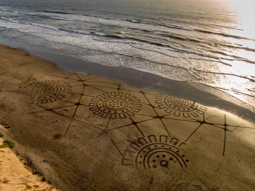 Playa painting Geoglyph 2 Desenhos para serem vistos dos céus: O mistério dos geoglifos pelo mundo