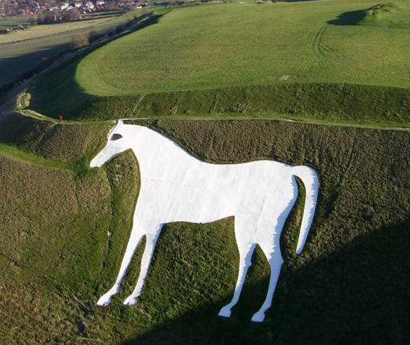 white horse Desenhos para serem vistos dos céus: O mistério dos geoglifos pelo mundo