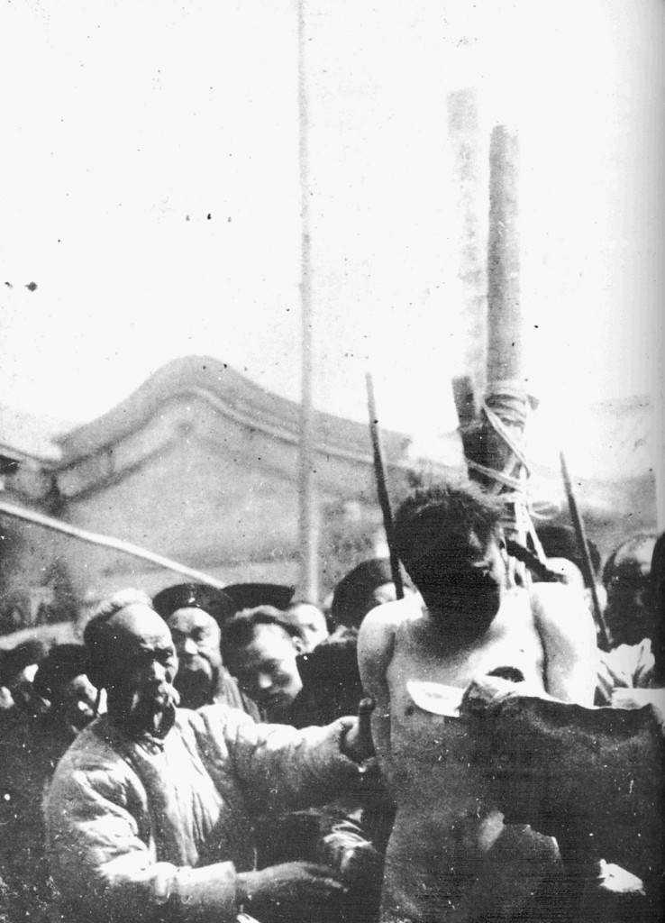 OVH Autres Torture Chinoise001 738x1024 A morte pelos mil cortes