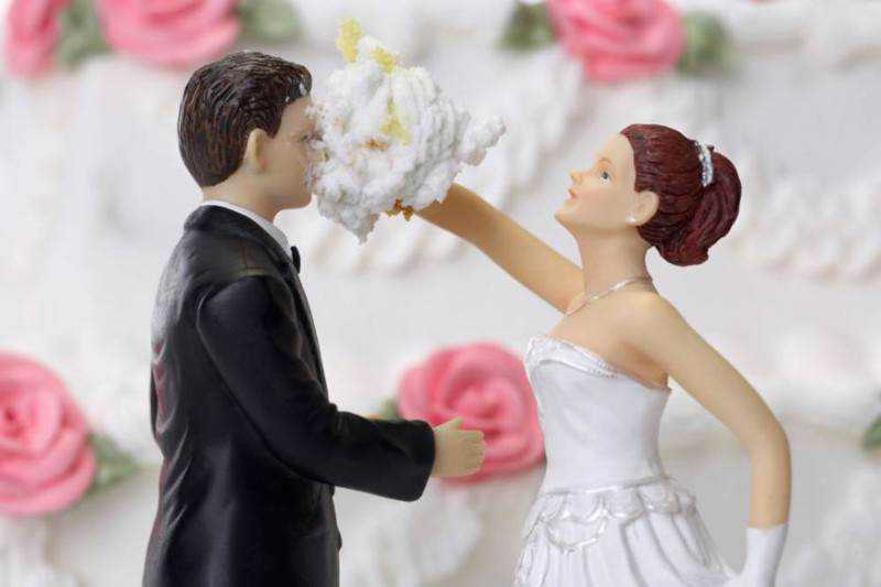 AX49JF Bride and Groom Cake Topper