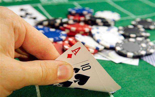 poker 2470611b Três estranhos apostadores