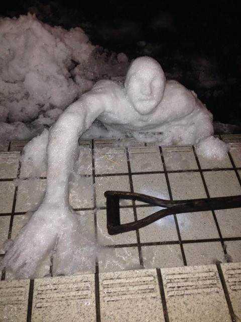 1 desktop 1423583136 Os mais bizarros bonecos de neve do mundo