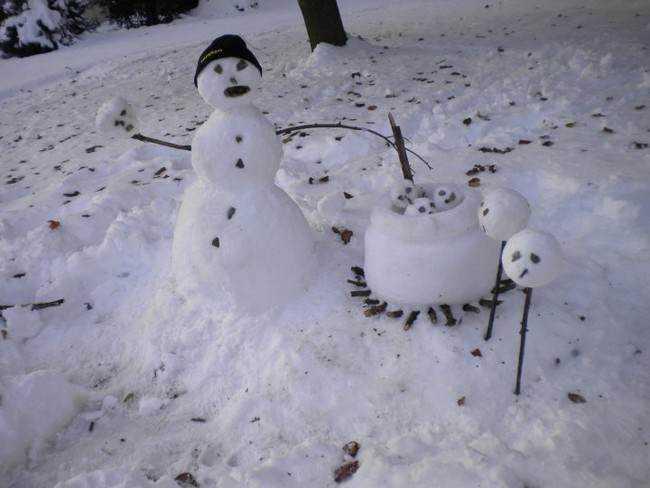 1 desktop 1423583637 Os mais bizarros bonecos de neve do mundo