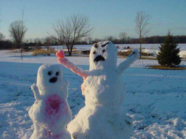 1 desktop 1423583924 Os mais bizarros bonecos de neve do mundo