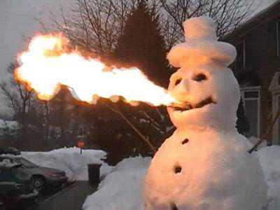 1 uoauu8b preview Os mais bizarros bonecos de neve do mundo