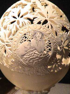 egg_carving