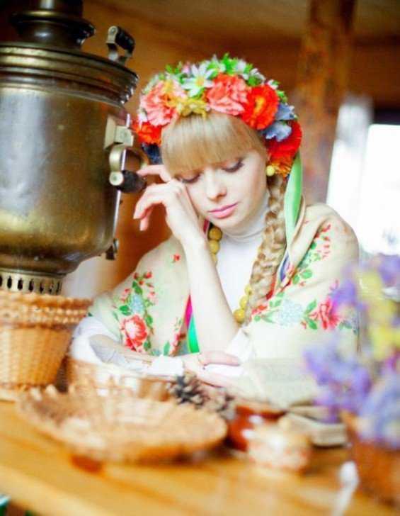 krasavicy025 565x728 A arte de arrumar namorado na Russia