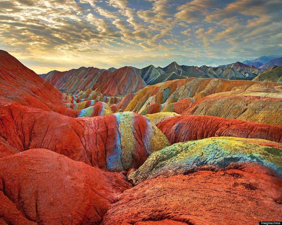 o RAINBOW MOUNTAINS 900 10 Montanhas arco íris