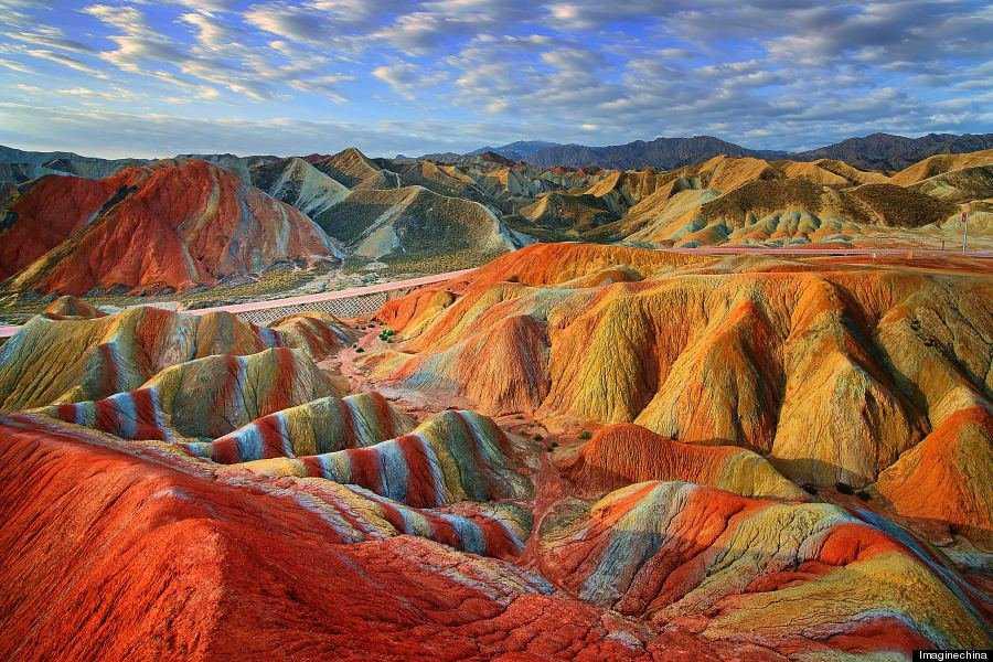 o RAINBOW MOUNTAINS 900 11 Montanhas arco íris