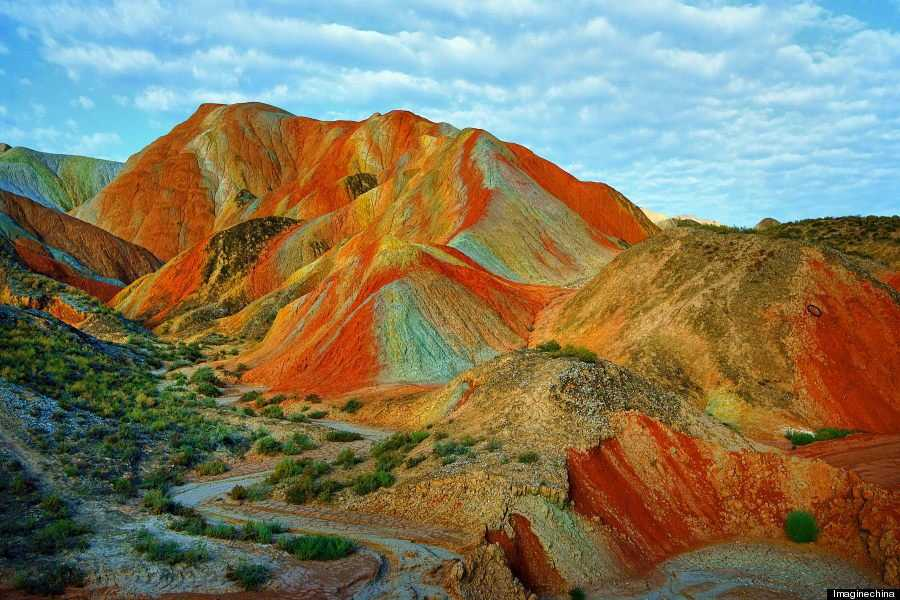 o RAINBOW MOUNTAINS 900 8 Montanhas arco íris