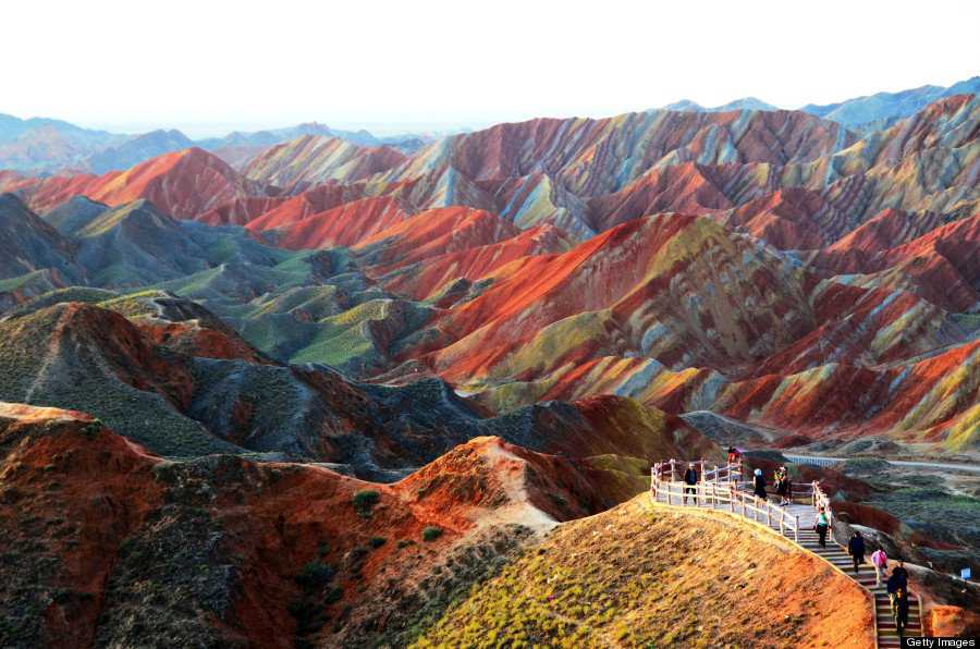 o RAINBOW MOUNTAINS 900 Montanhas arco íris