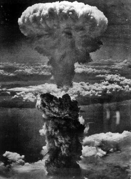 438px Nagasakibomb Sobre bikinis, aliens, astronautas, gênios e explosões atômicas