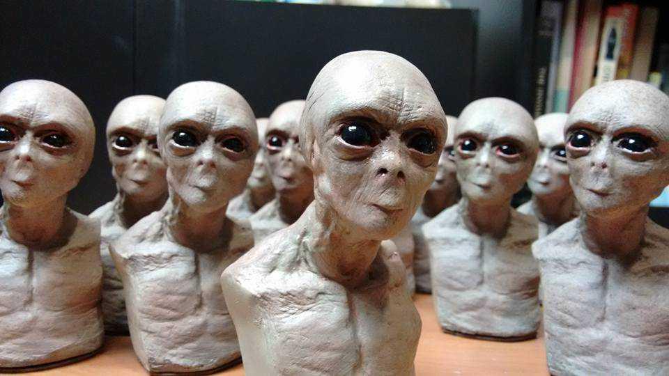 12002245 1215532748492530 8537697450482859651 n A culpa é dos aliens