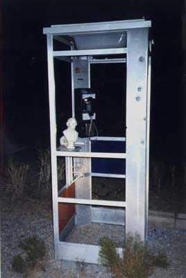 d97036160a009954f039d450d20029fe Um telefone no meio do deserto