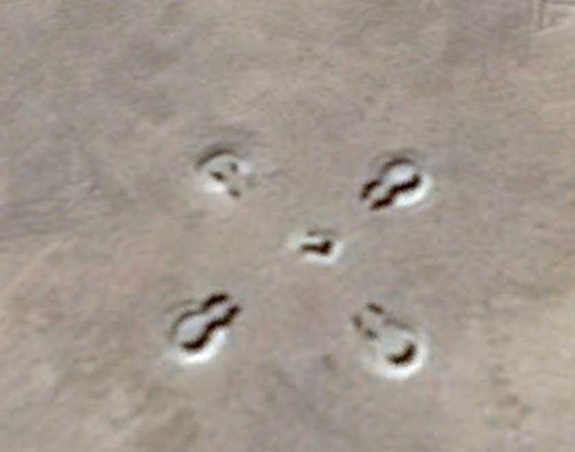 cruz estranha Bases alienígenas? Estruturas misteriosas do deserto