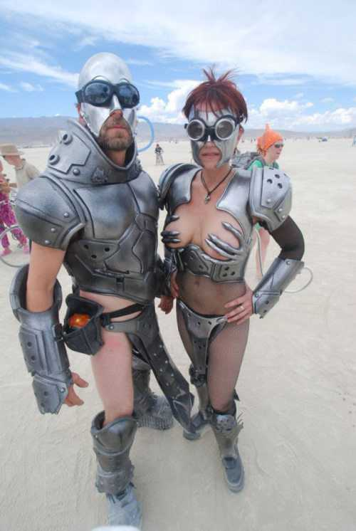 girls-burning-man-28
