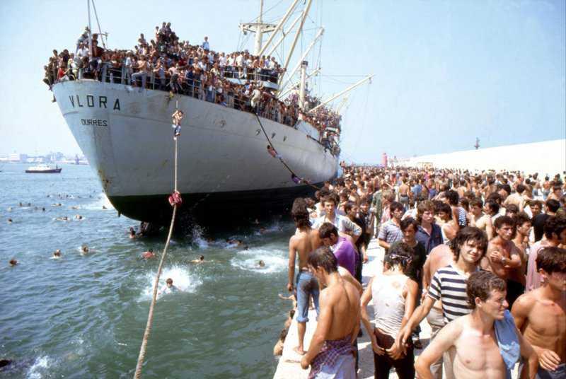 nave dolce0 Os refugiados do Vlora