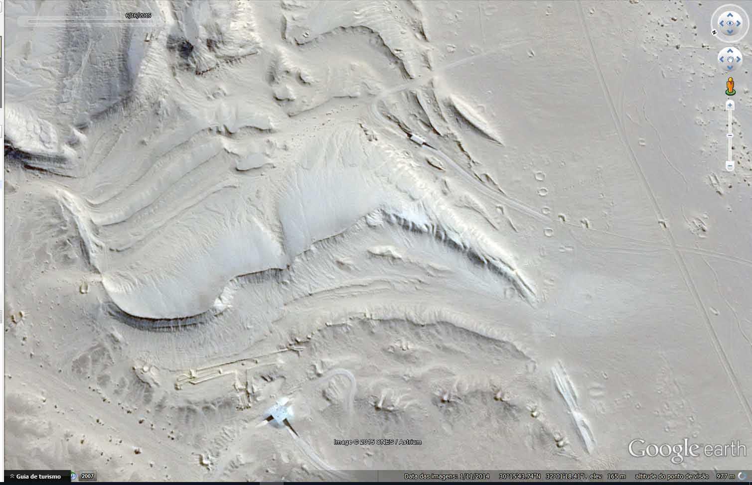 zonadomisterio4 Bases alienígenas? Estruturas misteriosas do deserto