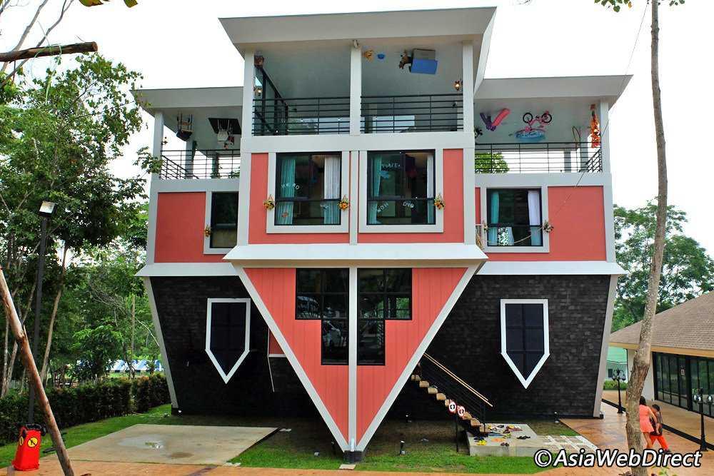baan teelanka upside down house Casas de cabeça para baixo