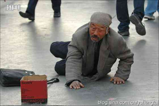 china-fake-crippled-beggar-04