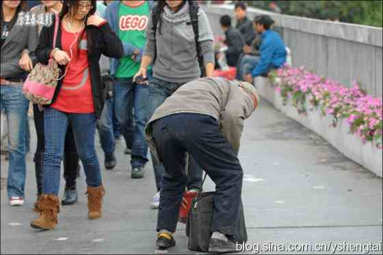 china-fake-crippled-beggar-05