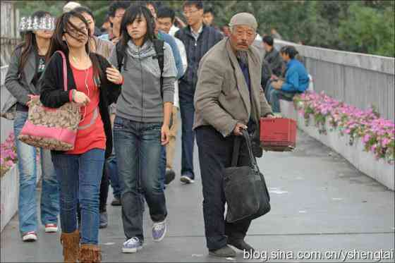 china-fake-crippled-beggar-07