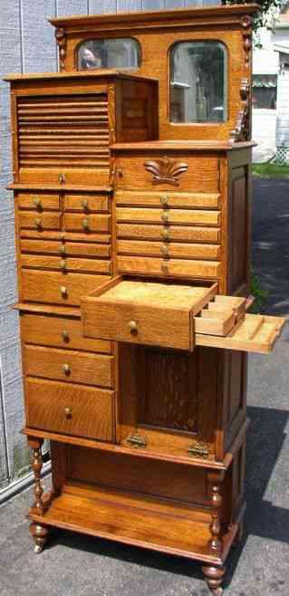 2ce4c39c6447abadca4af008aa00b7e4 Vinte armários para artistas, colecionadores e modelistas
