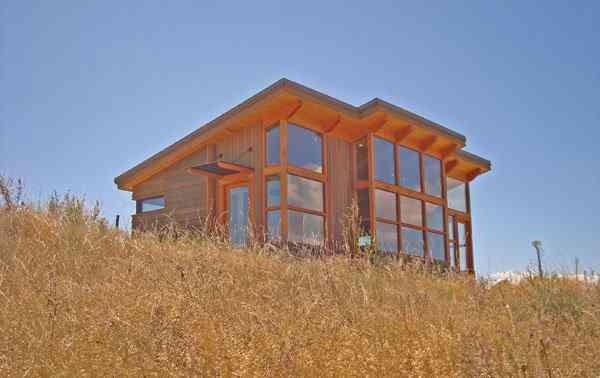 DSC08553 sm Uma mini casa de madeira barata de construir