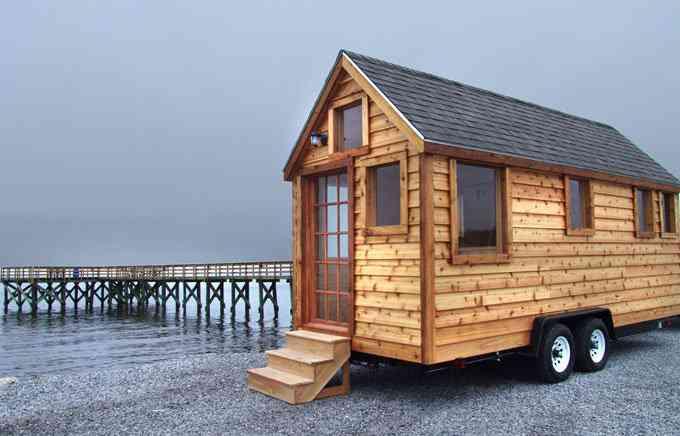 casa simples e barata 1 Uma mini casa de madeira barata de construir