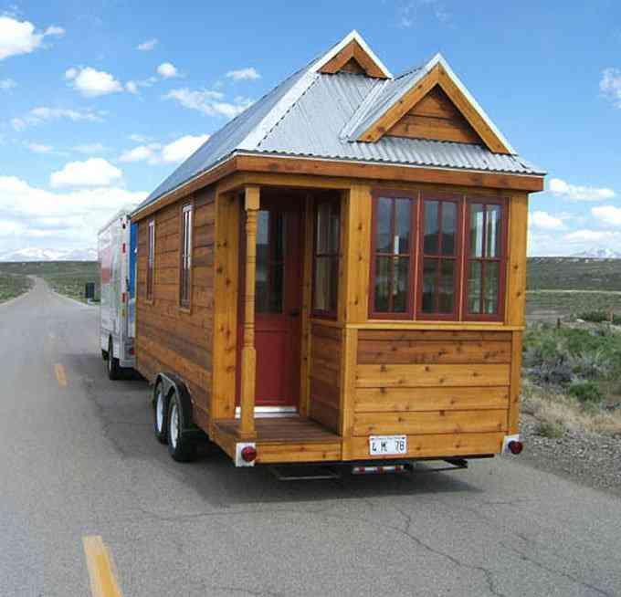casa simples e barata 2 Uma mini casa de madeira barata de construir