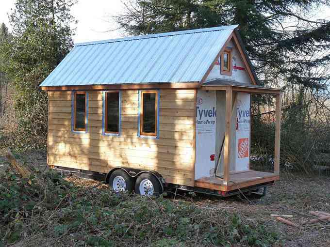 casa simples e barata 3 Uma mini casa de madeira barata de construir