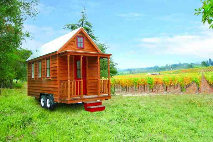 casa simples e barata 8 Uma mini casa de madeira barata de construir