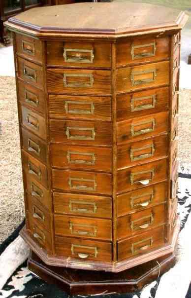 f2adbadf2657f482f8b9cc5af2d46572 Vinte armários para artistas, colecionadores e modelistas