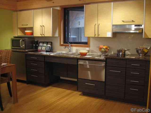 fabcab kitchen 2 Uma mini casa de madeira barata de construir
