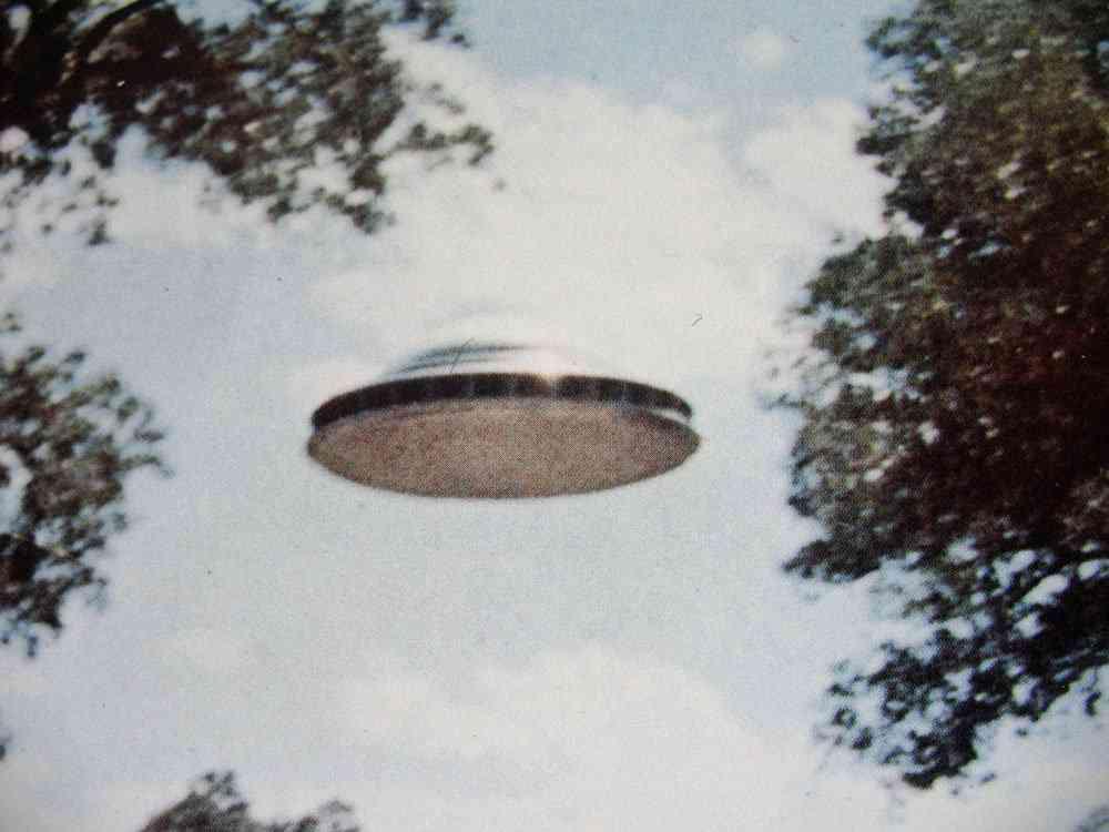 Paul Villa UFO 1 INCRÍVEL! Conheça o brasileiro que fez um disco voador que levita