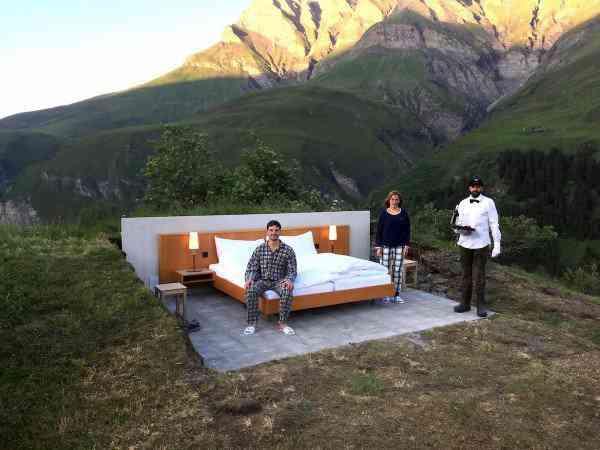 Null Stern hotel3 600x450 O mais bizarro hotel dos Alpes Suíços é esta... Cama.