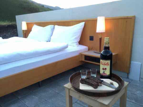 Null Stern hotel4 600x450 O mais bizarro hotel dos Alpes Suíços é esta... Cama.