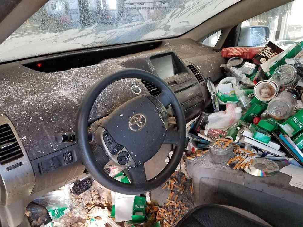 0 1bfbd2 5c69f4a7 orig Carro sujo: Você não vai acreditar no grau de imundície desse carro!