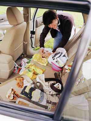 5508c8c6789a2 messy car interior mdn Carro sujo: Você não vai acreditar no grau de imundície desse carro!